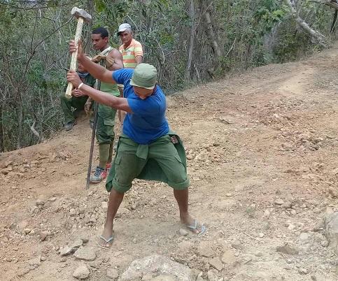 En el municipio Guamá el ejércitro juvenil del trabajo ayuda ala recuperación hidráulica