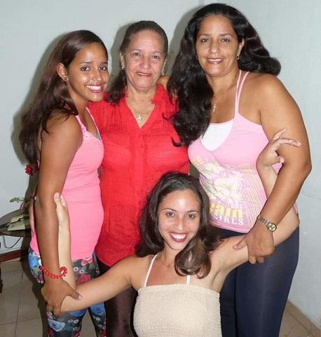 La Familia unida en este Día de las Madres. Quédate en Casa