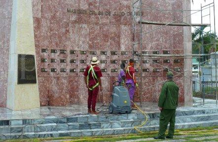 Tributo eterno a los mártires al calor de las acciones de conservación del cementerio Santa Ifigenia de Santiago de Cuba.