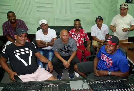 """Momento de la grabación del CD """"Este es nuestro Changüí"""", en los estudios EGREM Siboney de Santiago de Cuba."""