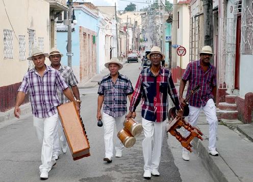 """Tras la grabación del CD """"Este es nuestro Changüí"""", en los estudios EGREM Siboney de Santiago de Cuba. Foto: Carlos Ponce de León"""