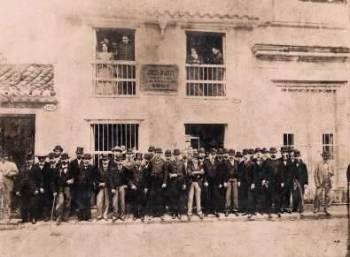 Homenaje a José Martí en su casa familiar en la calle Paula en La Habana en 1899.