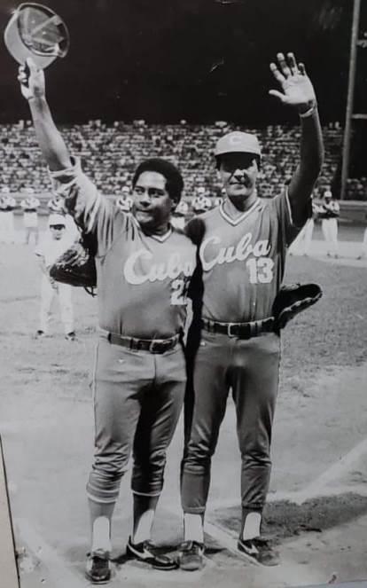Peloteros Juan Castro (fallecido) y Rogelio García.