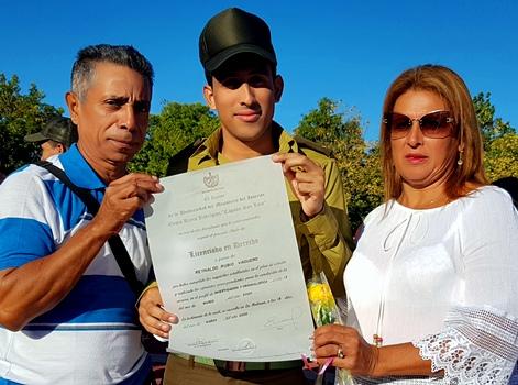 En los padres y madres se conjugan la fundamental formación de los jóvenes combatientes del MININT.