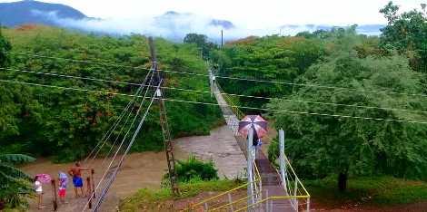 Crecida del río en Mayarí Arriba por fuertes lluvias.