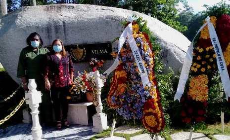 Evocan pensamiento de Vilma Espín en el XIII aniversario de su muerte