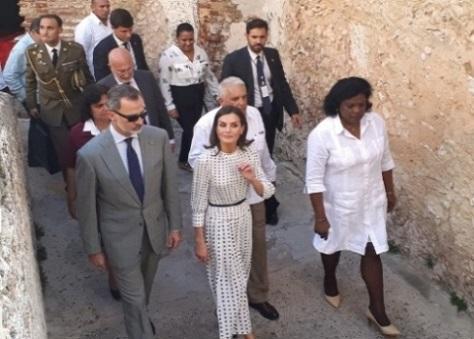 Visita de los reyes de España a Santiago de Cuba. Aquí en el Castillo San Pedro de la Roca