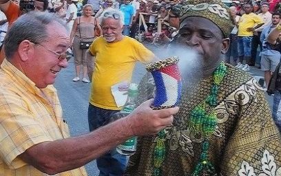 Festival del Caribe en Santiago de Cuba reconoce a Lázaro Expósito, primer secretario del PCC en la provincia.