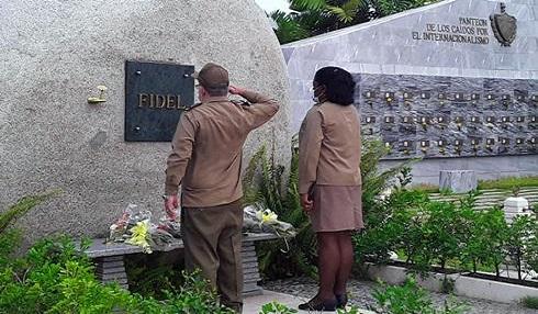 Envía Raúl ofrenda floral a los mártires del 26 de Julio