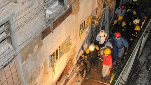 En fotos, tres horas de rescate bajo los escombros de un derrumbe en el Cerro