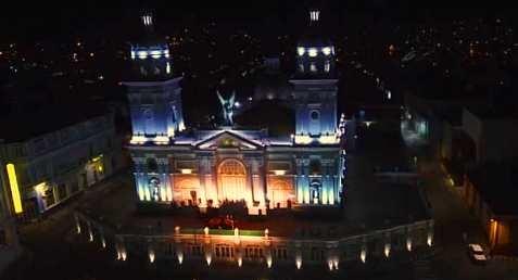 Parque Céspedes iluminado en los 505