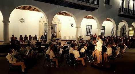Banda municipal de conciertos de Santiago de Cuba en los 505 de la ciudad