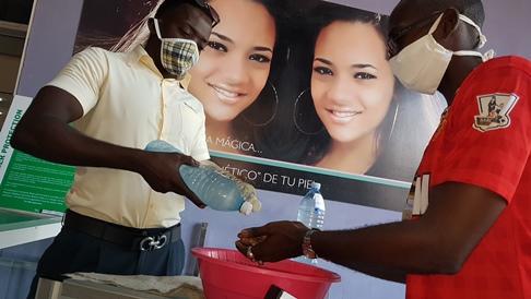 Seguridad sanitaria en la reapertura de la tienda Plaza de Marte TRD Caribe. Foto: Santiago Romero Chang.