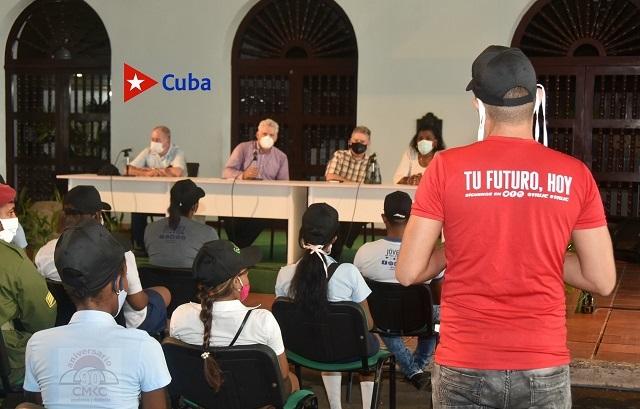 Encuentro de Díaz Canel con jóvenes de Santiago de Cuba. Intercambio abierto en el Complejo Cultural Heredia.