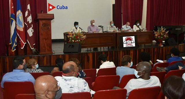 Díaz Canel confirmó la disposición del claustro y el estudiantado de continuar aportando fuerza profesional calificada y comprometida